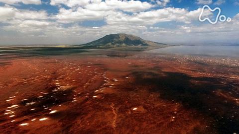 体感!グレートネイチャー「アフリカ 大地の裂け目のミステリー~白黒の溶岩・紅白の湖~」